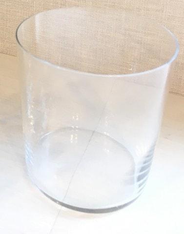 背の低い広口のグラス