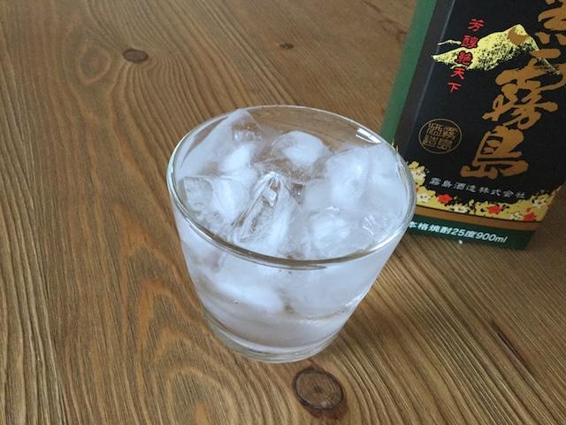 グラスに注いだ黒霧島