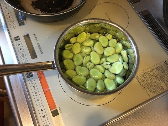 そら豆を投入