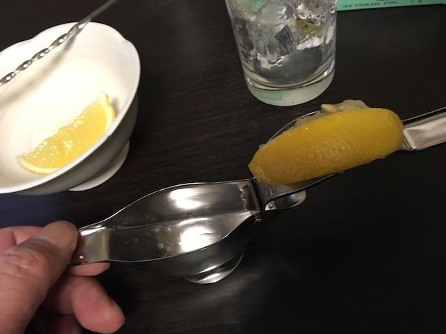 絞ったあとのレモン