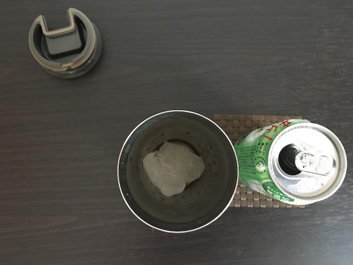 氷を1〜2個入れたサーモス真空タンブラー